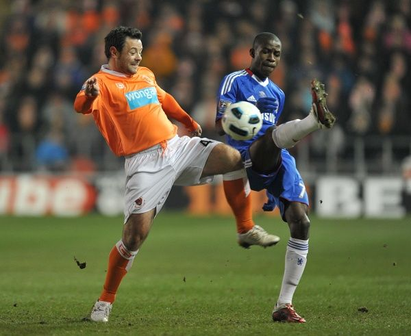 Chelsea's Ramires (right) and Blackpool's Andy Reid in action