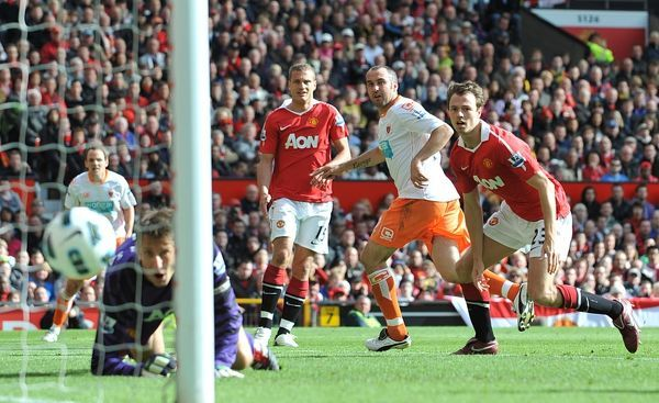 Blackpool's Gary Taylor-Fletcher (2nd right) scores his side's second goal of the game