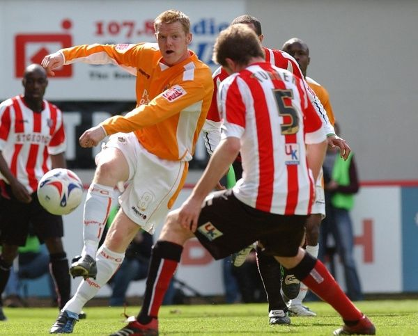 Blackpool's Gareth Williams (L) in action with Brentford's Michael Turner