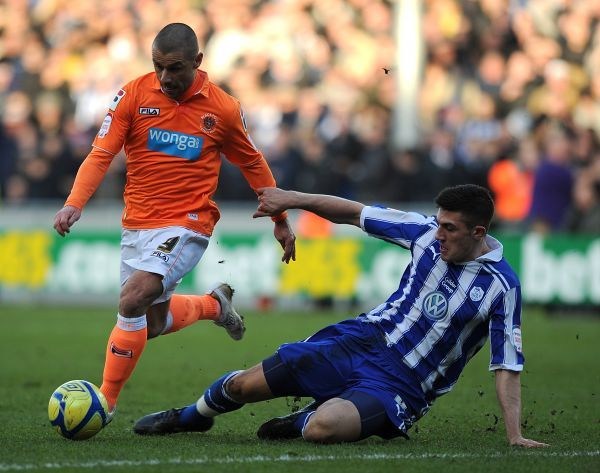 Sheffield Wednesday's Danny Batth (right) and Blackpool's Kevin Phillips (left) battle for the ball