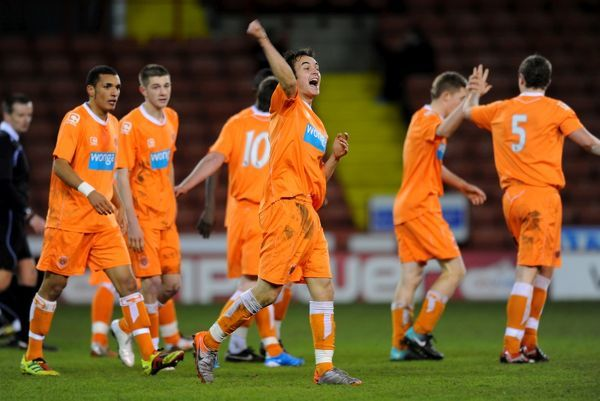 Blackpool's Liam Tomsett (centre) celebrates scoring the first goal of the game