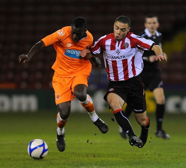 Sheffield United's Matthew Harriott (left) and Blackpool's Pa Modu Jobe