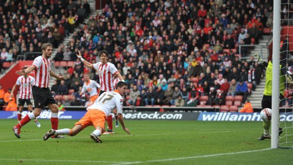 Blackpool's Chris Basham (centre) score's his side's first goal during the npower Football League Championship match at St Mary's, Southampton