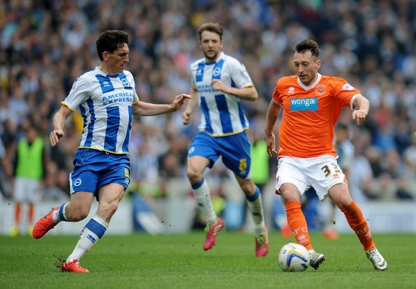 Blackpool's Stephen Dobbie (right) dribbles and Brighton & Hove Albion's Keith Andrews (left) during the Sky Bet Championship match at the AMEX Stadium, Brighton
