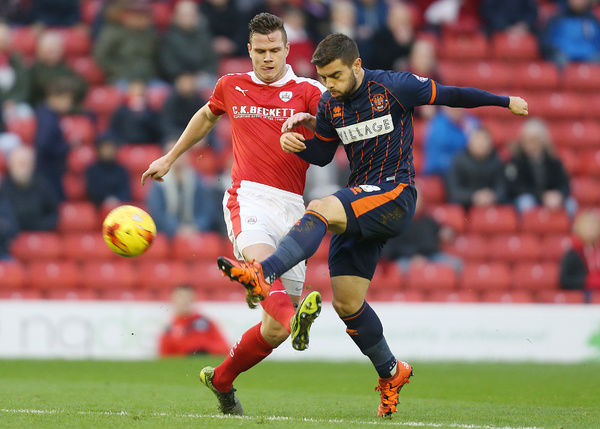 Barnsley's Kevin Long (left) and Blackpool's Elliot Lee (right) battle for the ball