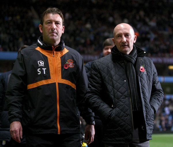 Blackpool manager Ian Holloway (right) and his assistant Steve Thompson (left)