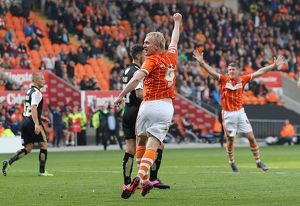 <b>Sky Bet League One - Blackpool v Swindon Town - Bloomfield Road</b><br>Selection of 7 items